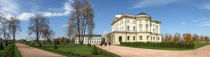 Поблизу палацу К.Розумовського.