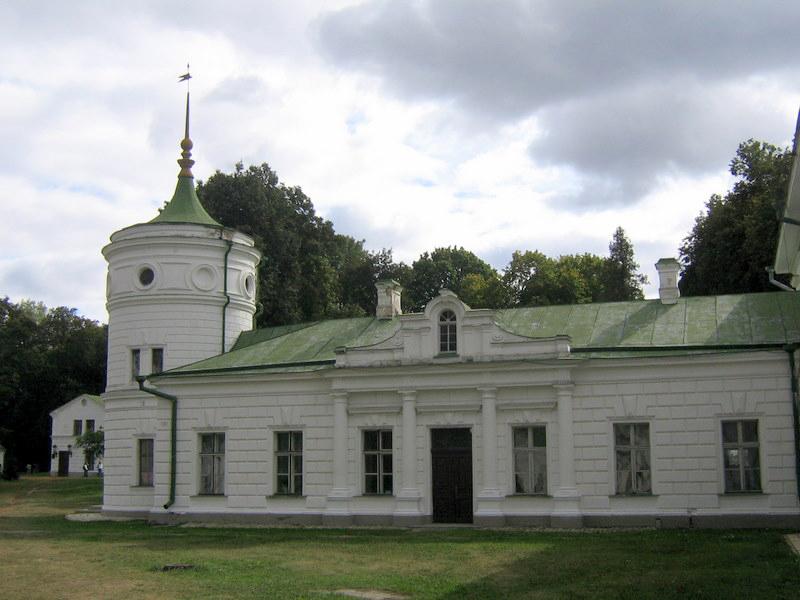 Флігель з баштою